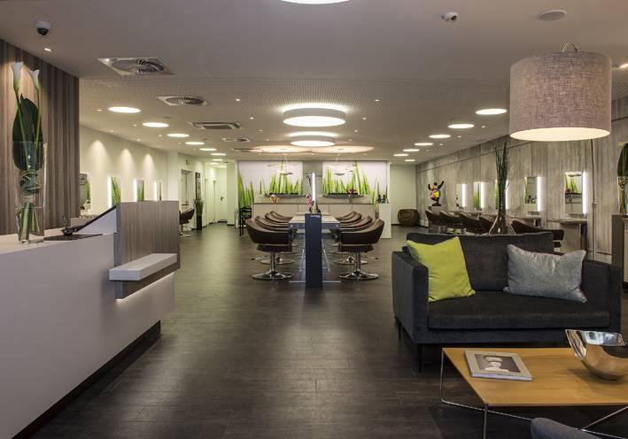 jobangebot friseur bei j 7 hair lounge in b blingen. Black Bedroom Furniture Sets. Home Design Ideas